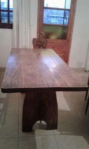 Vendo juego de mesa y 6 sillas de pino quemado