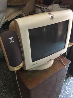 Vendo monitor Compaq de 15 pulgadas con parlantes Jbl