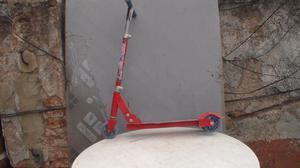 monopatin metalico 3 ruedas reforzado, rojo