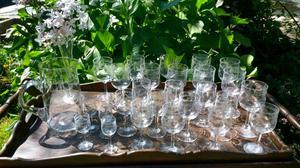 Juego. De copas de vino y agua y jarra de cristal
