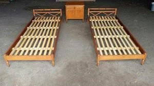 Vendo dos camas de una plaza más mesa de luz doble