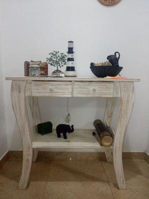 Mesa de arrime de pino pintada