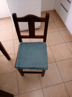 Vendo mesa de algarrobo con 4 sillas