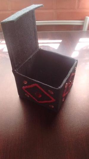 Cajas forradas en jean bordadas