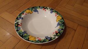 """Juego de platos y tazas de loza esmaltada """"Level"""", de """"Ming"""