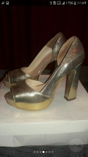 Zapatos de Cuero Dorados 4 Hs de Uso Y Zapatos de Gamuza
