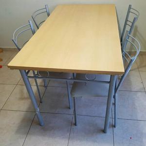 Juego mesa con 4 sillas
