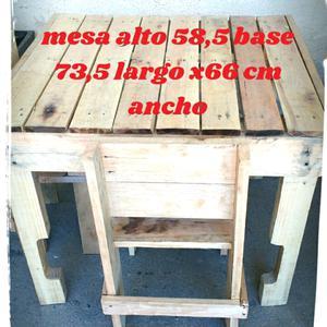 Mesa con 2 sillas de madera pallets