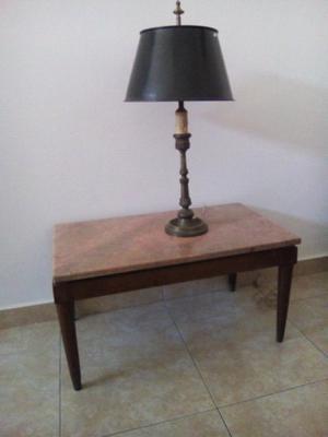 Mesa ratona antigua con mármol rosa verona.