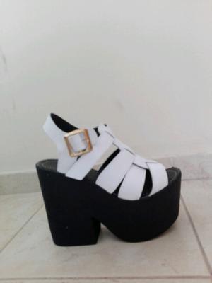 Sandalias blancas livianas número 36 sin uso