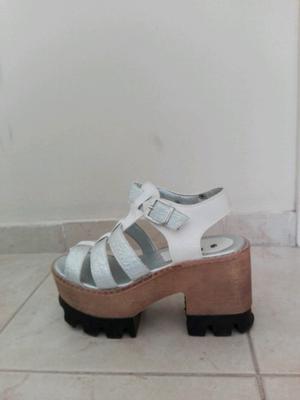 Sandalias blancas y plateado número 36