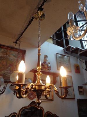 Antigua araña de bronce restaurada a nuevo. Antigua Saudade