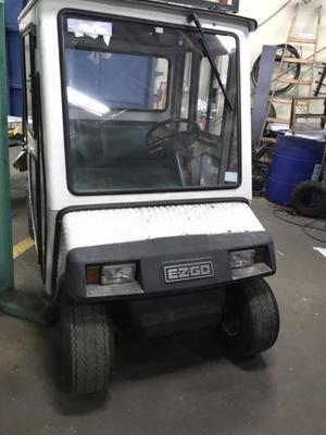 Carro de golf ezgo con caja de carga a batería