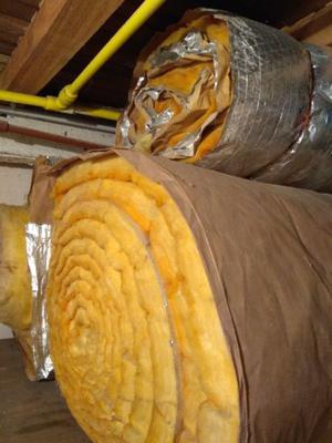 Aislante para techo de fibra de vidrio y aluminio