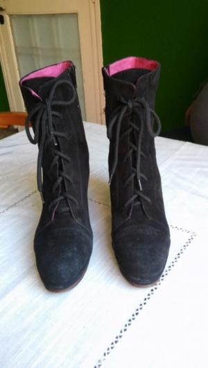 Hermosas botas de gamuza negra