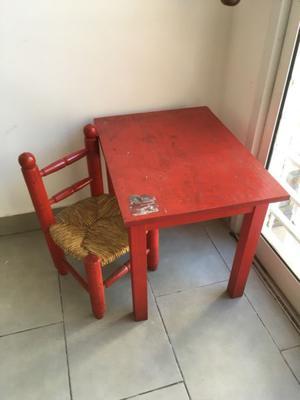 Mesa y silla de madera para niños