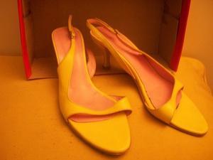 Sandalias de cuero amarillas No. 40