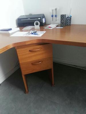 Puesto en l escritorio ergonomico gerencial2 posot class for Escritorio ergonomico
