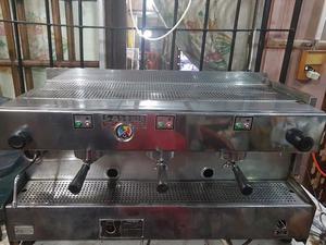 Maquina de cafe 3 grupo