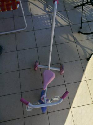 Triciclo Nena Minnie con manija.