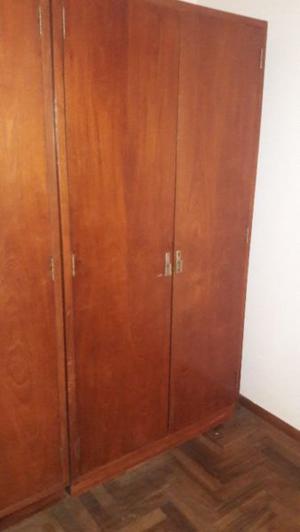 2 placard enchapado en cedro de 2 puertas