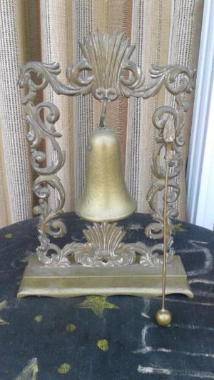 Antiguo llamador de bronce
