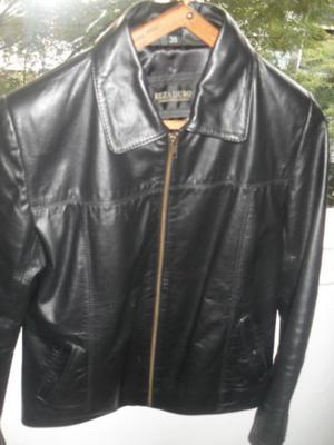 Vendo CAMPERA DE CUERO NEGRO. Impecable.