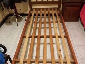 Vendo cama 1 plaza, de algarrobo, excelente estado