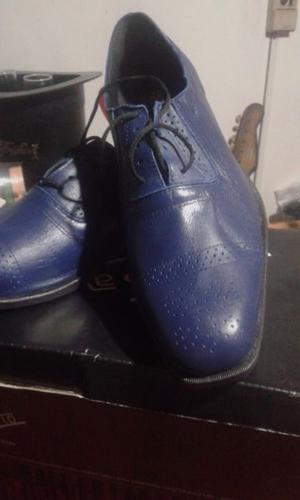 Zapato de cuero azul