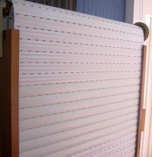 CORTINA DE ENROLLAR DE PVC SIN USO 1.40X1.60
