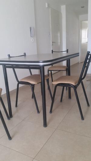 Juego de Mesa + 4 sillas