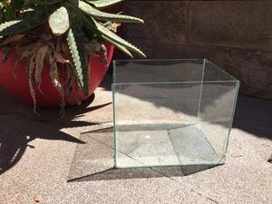 Vendo pecera rectangular vidrio 23cm x 29 cm