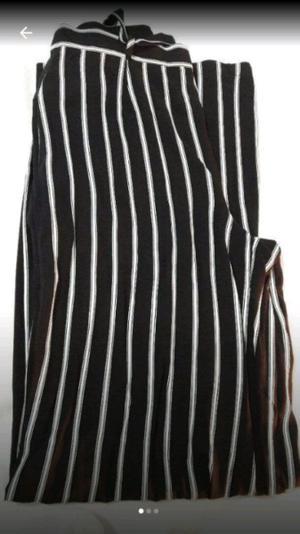pantalón rayado blanco y negro