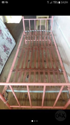 Dos camas de una plaza con colchón