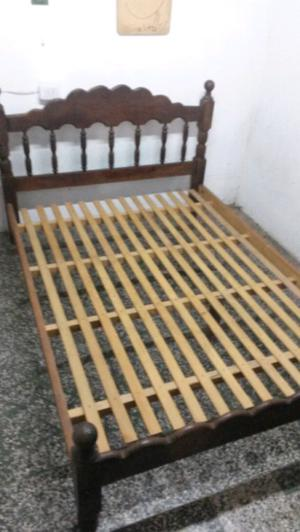 Vendo Cama de 2 plaza y media de Algarrobo