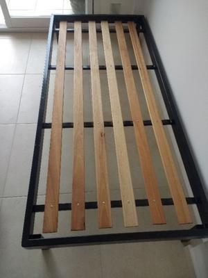 Vendo cama reforzada de hierro una plaza