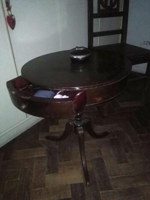 Mesa redonda estilo Luis XVI