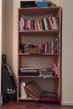 Biblioteca o estantería de pino sin pintar en perfectas