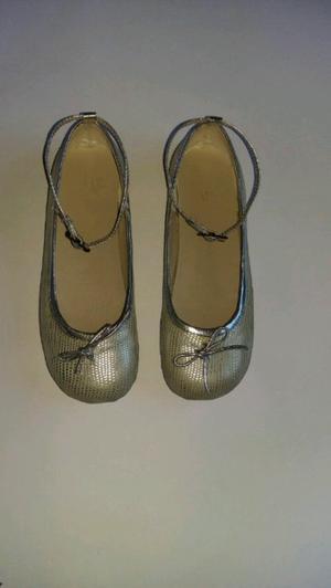Zapatos plateados N° 33 dos usos