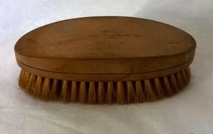 Antiguo Cepillo Oval, madera y serda, 13,5 x 7 cm. como