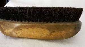 Antiguo Cepillo Oval, madera y serda tupida, 12,5 x 6 cm.