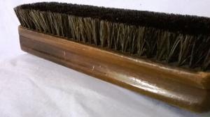 Antiguo Cepillo para Ropa de madera lustrada y serda tupida