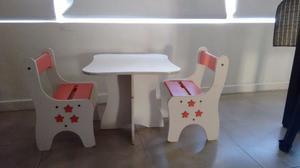Mesita y sillitas para niños