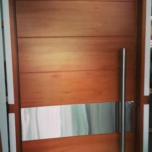 Puertas portones ventanas en aluminio posot class for Puertas en madera para exteriores