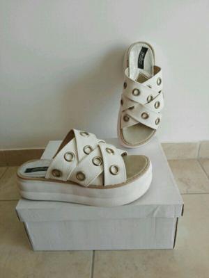 Sandalias gomones blancas número 36 un uso