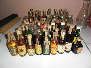 diferentes botellas miniatura