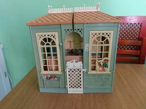 Casita de Barbie y accesorios + muñecas
