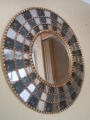 Marco cuadrado dorado con espejo agronom a posot class for Espejo redondo con marco