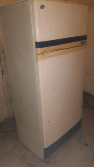 Heladera con freezer familiar marca siam