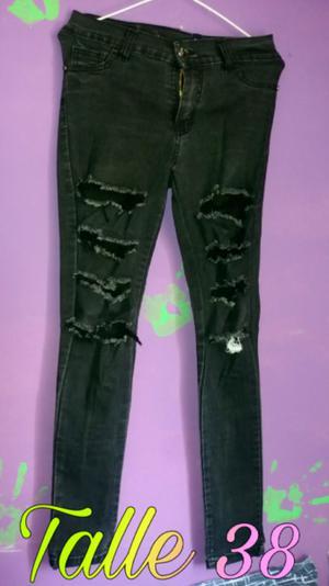 Jean negro roto elastizado